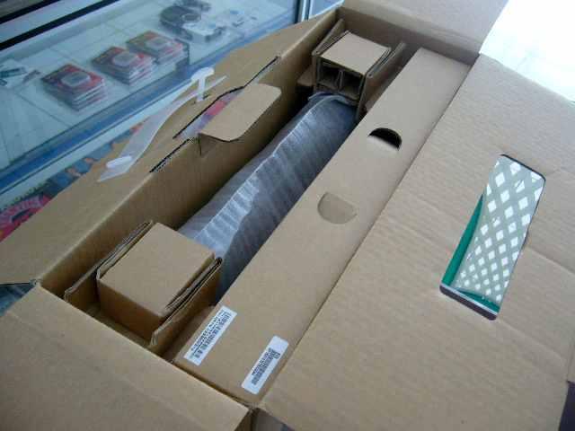 Dalam kotak ada kotaknya lagi (dan laptop tentunya)