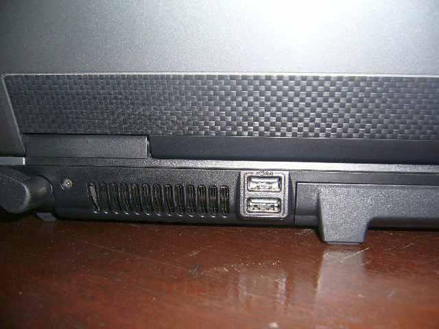 2 USB port di belakang