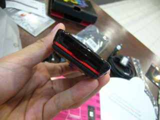 Bagian bawah polos kaya pempek polos :) Buka batere pake congkel