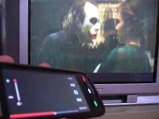 Nonton batman udah built in di memory card 5800xm, layar di ponsel dim waktu putar video