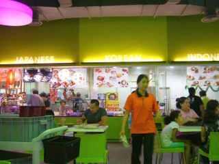 Foodcourt Spring ada Indonesian Food rupanya