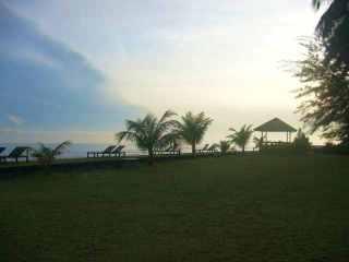 Suasana pantai di pagi hari