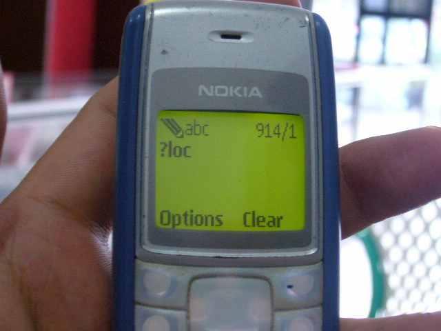Sekarang kita lacak pake ponsel lain, ketik ?loc lalu send ke nomor ponsel yang mau dilacak