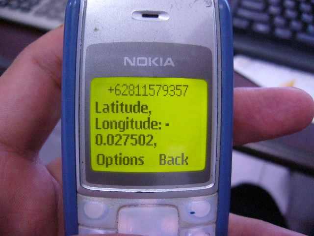 Balasan juga berupa SMS dengan koordinat...