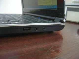 Colokan USB dan Mic/Headphone