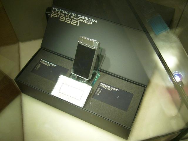 Ponsel special edition ini bisa ditemui di Venetian Macau, harga bikin uhuk uhuk