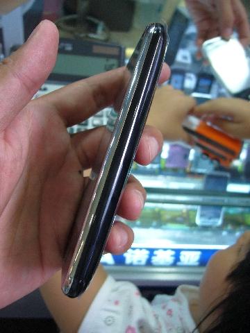 Iphone aspal tampak samping