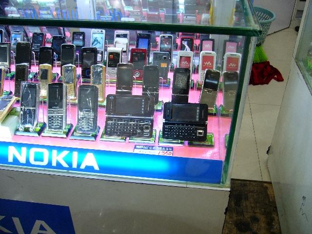 Nokia Communicator ada ukuran S, M, L ;)