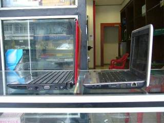 Tampak Samping vs Dell Mini 9