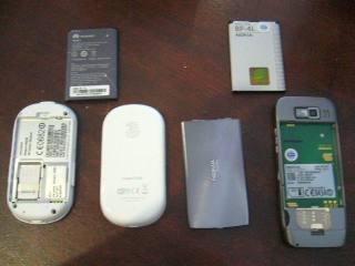 Tampak belakang dan terbuka vs Nokia E52