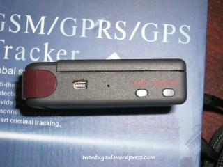 Di samping ada konektor USB/charger, Mic, SOS dan Power