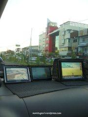 1 mobil 3 GPS :)