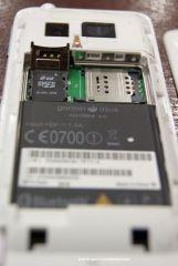 Micro SD dan SIMcard slot