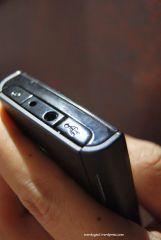 Tombol power, chargeing port, 3.5mm AV jack, Micro USB connector
