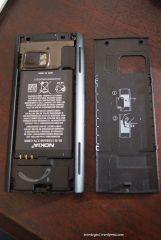 Buka penutup baterai