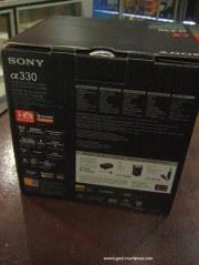 Kotak tampak belakang, kotaknya besar karena isi 2 kit lensa
