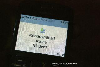 Mendownload aplikasi juga mudah ada indikator time remaining pula