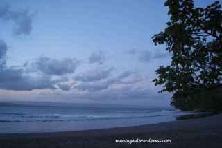 senja di pantai batukaras