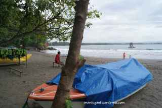 Perahu untuk disewakan keliling pulau