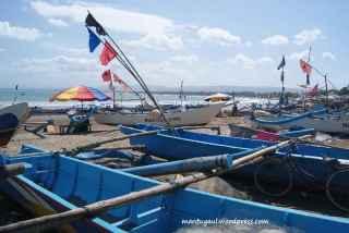 Pantai Pangandaran dipenuhi kapal nelayan mengurangi keleluasaan pengunjung