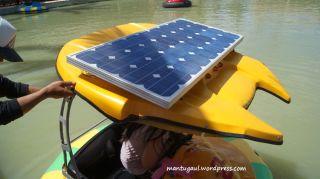 Pakai solar charger loh