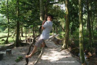Tarzan di Taman Bougenville Singkawang :)
