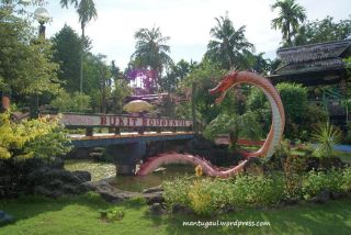 Naga di Taman Bunga Bougenville Singkawang