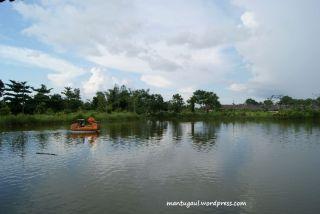 Bisa naik perahu kayuh Taman Rekreasi Teratai