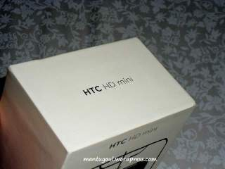 Tulisan HTC HD Mini di sisi