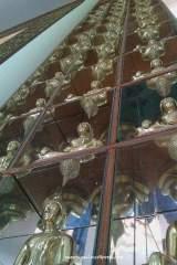 Stupa disusun hingga plafon