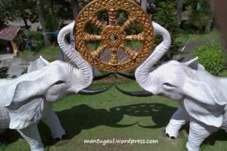 Patung gajah putih