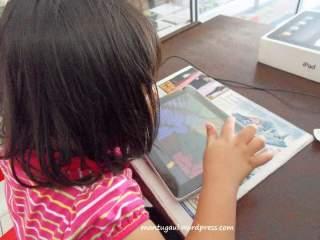 Anak-anak suka sekali dengan ipad