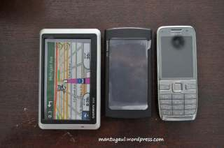 Perbandingan dengan Nuvi 1350 dan Nokia E52