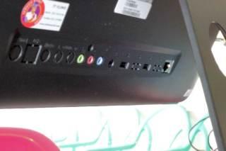 Colokan audio (mic-in-out), DC in, 2x USB dan LAN