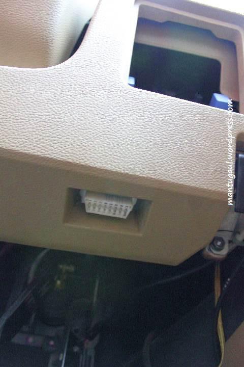 Konektor OBD 2 di bawah setir Nissan Grand Livina XVMT1.8