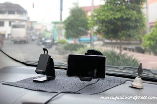 Terpasang di mobil dengan 2 holder tersedia