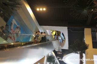 Habis beli tiket langsung naik pakai eskalator ini menuju ke pintu masuk