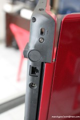 Belakang: Lock, LAN dan charger