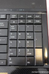 Ada numpad keypad di sisi kanan layaknya keyboard biasa