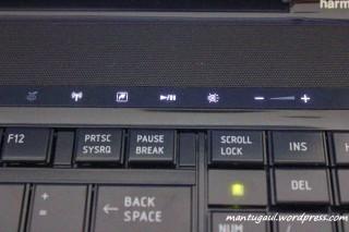 Panel controller sangat berguna misal mengatur suara, ada hardkey khusus