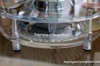 Ada tulisan Harman Kardon di bawah subwoofer