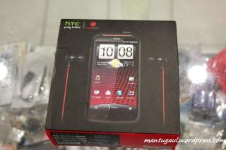 Kotak HTC Sensation XE with Beats Audio™