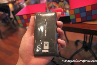 Nokia Lumia 800 hitam