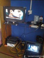 Pasang HDMI buat nonton