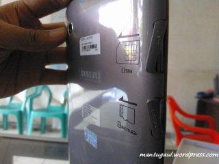 Slot SIM dan micro sd