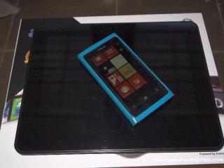 Perbandingan dengan Nokia Lumia