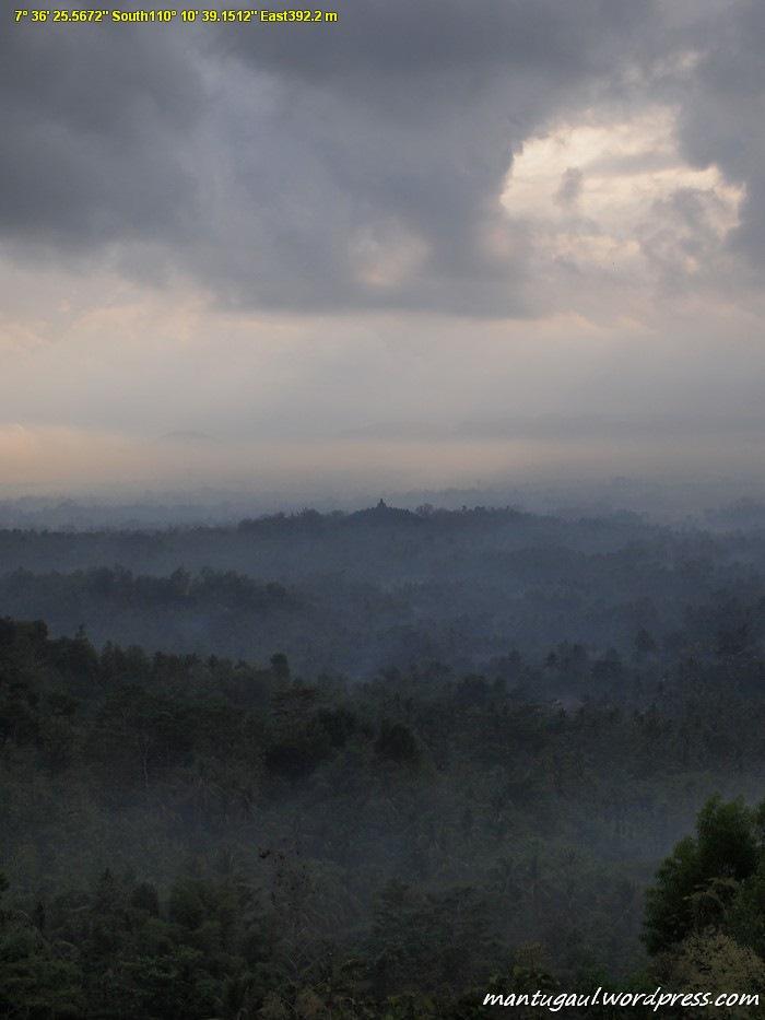 Pemandangan dari Bukit Punthuk Setumbu