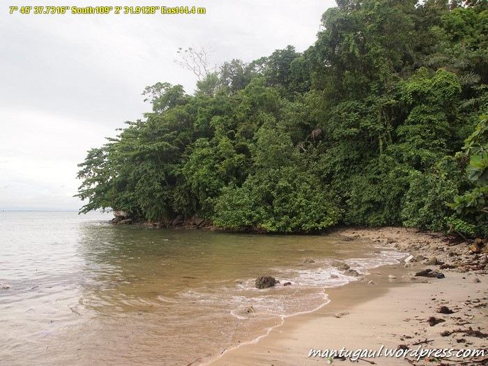 Pantai Pasir Putih Karang Bolong