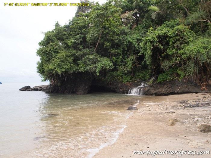 Pantai Tanjung Karangpandan Pulau NK