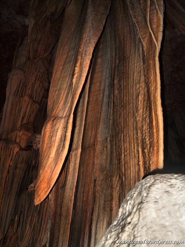 Ini dia stalaktit di dalam Goa Gong yang menciptakan suara GONGGGG :)